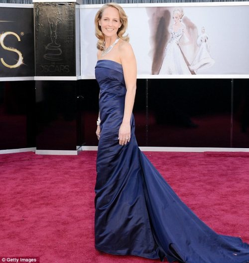 Helen Hunt in H&M navy blue strapless eco-friendly gown